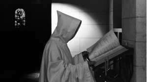 monjes-rezando